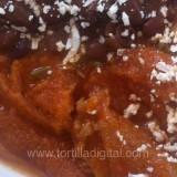 Chicharrón en salsa roja